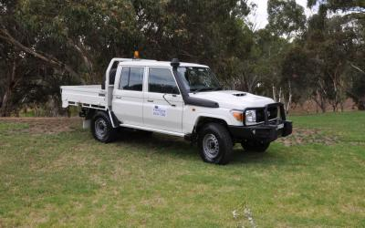 4WD Toyota Landcruiser Dual Cab Tray